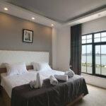 اتاق دابل هتل زمزم باکو با نمای دریا