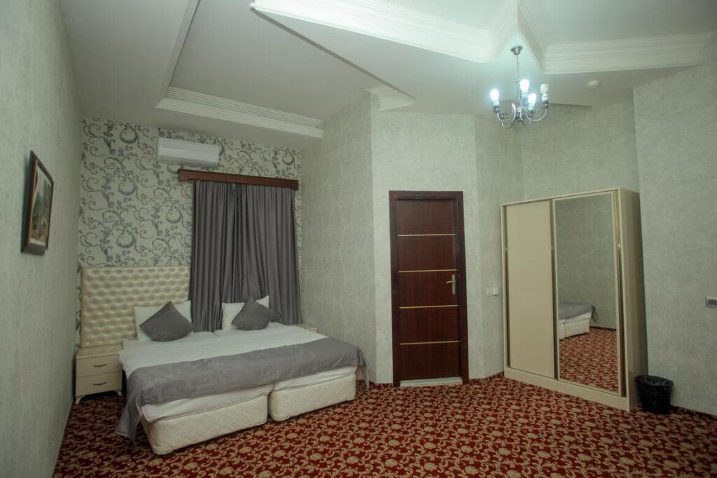 اتاق دابل داخل اتاق هتل آمبیانس باکو