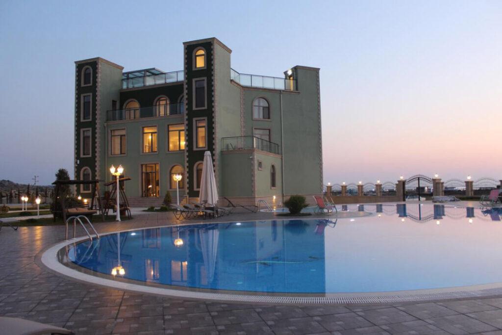 استخر هتل خزر اینجی باکو