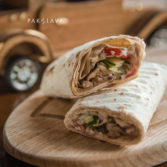تصویری از ساندویچ شاورما در باکو