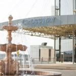 درب ورودی هتل کراس وی باکو
